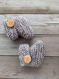 """Résultat de recherche d'images pour """"chausson bébé au tricot avec bouton"""""""