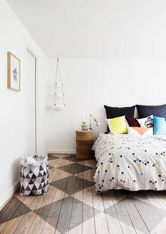 Painted floors are affordable, durable and GORGEOUS! Check out these 9 painted floors for your next project inspiration. Bedroom Inspirations, Home Bedroom, Bedroom Interior, Living Design, Interior, Bedroom Decor, Floor Design, House Interior, Home Furnishings