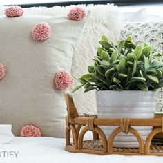 How to Make a 30-Minute Farmhouse Wreath for Under $10 - DIY Beautify - Creating Beauty at Home How To Make Pink, Coffee Filter Wreath, Deck Makeover, Plastic Plant Pots, Antique Door Knobs, Modern Platform Bed, Bee Skep, Using Chalk Paint, Diy Painting