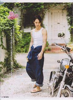 JUNON 2014.10 Hot Asian Men, Asian Boys, Kubota, Bishounen, Nihon, Japanese Artists, Harem Pants, Poses, Actors