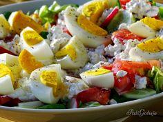 Sałatka z jajkiem i serkiem wiejskim Cobb Salad, Caprese Salad, Potato Salad, Potatoes, Ethnic Recipes, Food, Diet, Food Food, Potato