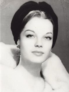 Romy Schneider September 1938 – 29 May was an Austrian-born film actress who held German and French citizenship. Old Hollywood, Hollywood Stars, Classic Hollywood, Romy Schneider, Jeanne Moreau, Alain Delon, Divas, Mädchen In Uniform, Actrices Hollywood
