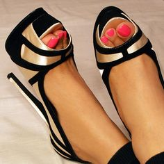 insane black and gold pumps