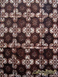Batik Banten motif Pasulaman. Motif dasar berupa belah ketupat ...