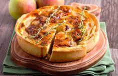 Brie and apple custard tart with thyme Taleggio Cheese, Cheese Potato Casserole, Cheese Potatoes, Brie, Apple Custard, Custard Tart, Quiches, Tortillas Veganas, Yummy Recipes