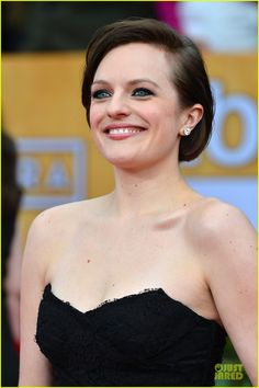 """Elisabeth Moss of Mad Men fame looked sultry at the SAGs, right? Says mark cosmetics' Jamie Greenberg, """"Elisabeth and I wanted to keep the look down to earth with a chic French street touch. Elizabeth Moss, Sag Awards, Wedding Makeup, Kylie Jenner, Her Hair, Movie Stars, Red Carpet, Makeup Looks, Hair Makeup"""