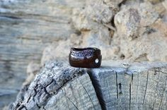 Hey, I found this really awesome Etsy listing at https://www.etsy.com/listing/154150430/elegant-unique-wooden-engagement-ring