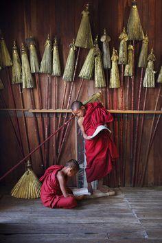 Shwedagon Pagoda, Burma. Photo by Steve McCurry