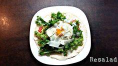 Σαλάτα με #tortilla #αυγό #μαρούλι #ντομάτα #γραβιέρα