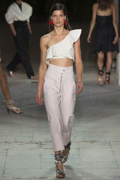 Isabel Marant Spring 2017 Ready-to-Wear Fashion Show - Julia van Os