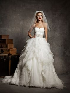 Sweetheart Wedding Dress with Mille-feuille Organza Full Skirt