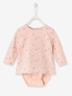 Praktisch wie ein Body - lässig wie ein Shirt: Der Shirtbody für Babys macht süße Looks perfekt. Die Feinripp-Qualität ist sehr soft und der Schnitt locker und bequem. Produktdetails:Shirtbody: Feinripp, reine Baumwolle. Oeko-Tex Standard 100, Zertifikat CQ 1109/3, IFTH. Druckknopfverschluss hinten und im Schritt. Bedruckt. Langarm.;