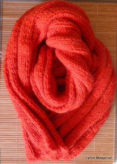 Raspberry red handknitted scarf by LynnesEbooks on Etsy