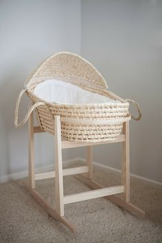 Inexpensive basket and rocking basket stand The perfect baby bassinet rocking stand. CB and J: final countdown Moses basket, with rocking stand. Little Green Notebook: Baby Bassinets Our Baby, Baby Love, Pretty Baby, Baby Baby, Moses Basket Stand, Little Green Notebook, Baby Bassinet, Bassinet Ideas, Child Room