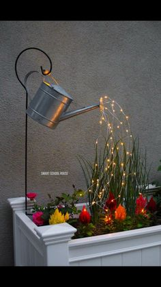 Glowing Watering Can with Fairy Lights - How neat is this? It's SO EASY to make! Hanging watering can with lights that look like it is pouring water. Hinterhof Ideen Landschaftsbau Watering Can with Lights (VIDEO) Garden Crafts, Garden Projects, Garden Art, Garden Tools, Diy Projects, Diy Garden Decor, Project Ideas, Homemade Garden Decorations, China Garden