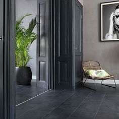 48 Easy Shower Design Ideas For Small Bathroom Black Slate Floor, Grey Floor Tiles, Dark Tile Floors, Slate Flooring, Living Room Flooring, Home Living Room, Tiled Hallway, Flur Design, Dark Interiors