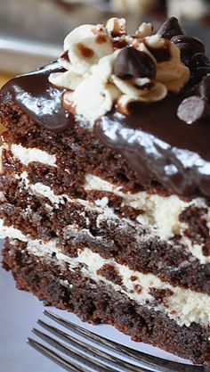 Cookie Dough Brownie Cake Recipe ~ Rich and decadent, this three-layer brownie cake is filled with cookie dough frosting and topped with a silky chocolate ganache. Cookie Dough Frosting, Cookie Dough Brownies, Brownie Cake, Cake Brownies, Brownie Cheesecake, Köstliche Desserts, Chocolate Desserts, Delicious Desserts, Dessert Recipes