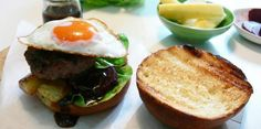 OPPSKRIFTER FRA BBC: Her er Bill Grangers deilige oppskrifter OPPSKRIFT PÅ AUSTRALSK HAMBURGER. En oppskrift på hamburger du ikke har sett maken til.