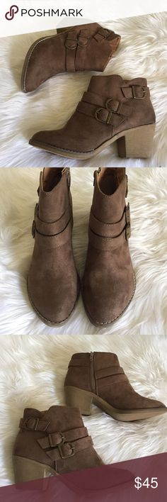 """•Ankle Booties• Taupe Ankle booties/faux suede upper/lightly cushioned insole/buckle accents/heel height:2 1/2"""" approx/stitching details/zipper closure/new in box/thanks for looking/price is firm😊Brand: Lynx/fits true to size                                                                            ❌No Trades❌ Shoes Ankle Boots & Booties"""