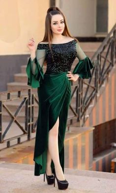 Simple Pakistani Dresses, Indian Gowns Dresses, Evening Dresses, Lace Dress Styles, Sleeves Designs For Dresses, Elegant Dresses For Women, Stylish Dresses, Fall Fashion Outfits, Fashion Dresses