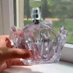 Ari Perfume, Perfume Scents, Best Perfume, Perfume Bottles, Nice Perfumes, Ariana Merch, Ariana Grande Fragrance, Ariana Grande News, Perfume Collection