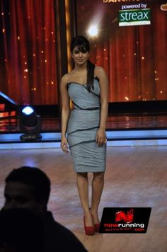 Priyanka Chopra promoting Barfi on the sets of Jhalak Dikhla Ja. More pictures at http://www.nowrunning.com/event/bollywood/barfi-promotions-on-the-sets-of-jhalak-dikhla-ja/56551/gallery.htm