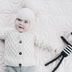 #tb and repost from sweetest @lillely_ 🌿🌟 - wearing our smock cardigan in cream white. Så søøøød.. #shirleybredal #danishdesign #chicbaby #merino #smockcardigan #creamwhite #babycardigan #toddlercardigan