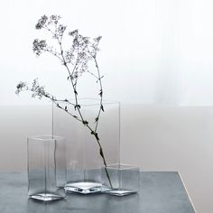 Ruutu—a delicate and simple vase made by mouth blown glass designed by Ronan and Erwan Bouroullec. Ruutu—a delicate and simple vase made by mouth blown glass designed by Ronan and Erwan Bouroullec. Interior Art Nouveau, Design Vase, Home Decoracion, Clear Vases, Large Vases, Gold Vases, White Vases, Paper Vase, Black Vase