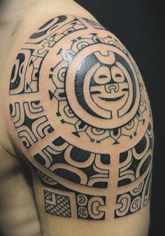 Tatouage d'épaule Polynésien Marquisien