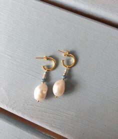 Small Jewelry Box, Dainty Jewelry, Cute Jewelry, Pearl Jewelry, Jewelry Accessories, Jewelry Design, Laura O, Homemade Jewelry, Bijoux Diy