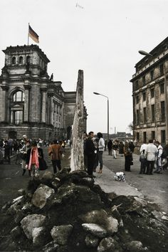 Fall Of Berlin Wall, Ddr Brd, West Berlin, East Germany, Cities In Europe, Communism, Cold War, Great Photos, Timeline