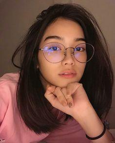 Cute Glasses Frames, Womens Glasses Frames, Asian Glasses, Medium Hair Styles, Short Hair Styles, Glasses Trends, Lunette Style, Teen Girl Photography, Fashion Eye Glasses