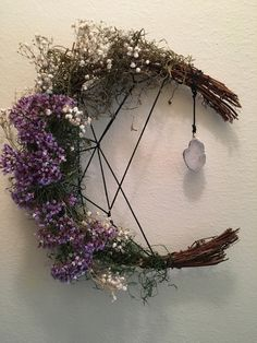 Witchy Craft ~ DIY Moon Wreath – The Magickal Cottage Twig Crafts, Moon Crafts, Wiccan Crafts, Diy Crystal Crafts, Pagan Decor, Witch Decor, Grapevine Garland, Diy Wreath, Witch Wreath