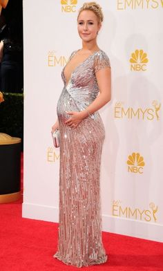 This weekend saw two uh-mazing maternity red carpet looks. Which is your favourite? http://lookm.ag/75qUmz