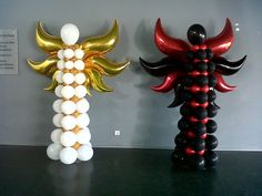 O Anjo e o Diabo em balões de latex e microfolha. The Angel and the Devil in latex and foil balloons