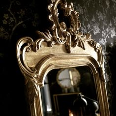 Louis-Philippe full length mirror. Give a chic touch to your living room or bedroom with this elegant piece from the SPINI collection. Handmade and hand finished in Florence, Italy 🇮🇹. Besuchen Sie unseren neu gestalteten Showroom. Designer Möbel für Ihre Oase im Freien. CMG Schweiz, Industriestrasse 39A, 8304 Wallisellen Tel. 044 8371190, www.cmg-schweiz.ch