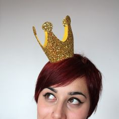 Gold Mini Crown, Glitter, Queen of Hearts Black Friday Etsy Cyber Monday Etsy. via Etsy. Gold Mini Crown, Glitter, Queen of Hearts Black Friday Etsy Cyber Monday Etsy. via Etsy. Queen Of Hearts Halloween Costume, Halloween Costumes, Halloween Clothes, Diy Costumes, Costume Ideas, Accessoires Photobooth, Couronne Diy, Queen Of Hearts Tattoo, Lace Crowns