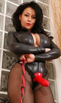 Dominatrix strapon porn