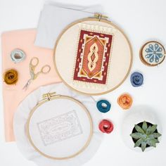 Boho Home Decor. Earthy Living Room, Earthy Bedroom, Embroidery Hoop Art, Embroidery Patterns, White Room Decor, Earthy Home Decor, Earthy Color Palette, Best Flooring, Cool Rugs