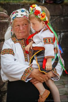The best grandmothers of Ukraine, from Iryna with love el bordado de la senora… Cultures Du Monde, World Cultures, We Are The World, People Around The World, Ukraine, Folklore, Ukrainian Art, Beauty Around The World, Folk Fashion