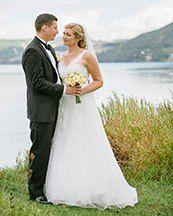 Fotograferat av Johan Lindqvist  Johan Lindqvist Fotografi AB Eksjö   Mera om bröllop och fler brudpar hittar du på Nygifta.nu.  På www.nygifta.se/ kan alla ha sin bröllopsannons gratis.  Fotografen ordnar det. Vilket blir nästa månads brudpar rösta och vinn en gratis fotografering