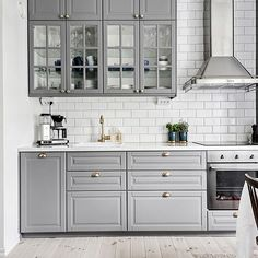 44 Magnificient Ikea Kitchen Design Ideas For Home To Try - Most Ikea customers are already familiar with the planner tools that Ikea provides. Ikea planner tools gives you a chance to become an Interior Design. Bodbyn Kitchen Grey, Grey Ikea Kitchen, Ikea Kitchen Design, Grey Kitchen Cabinets, Grey Kitchens, Kitchen Layout, Home Decor Kitchen, Interior Design Kitchen, Country Kitchen