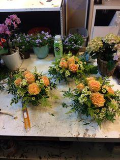 Før påske dekorasjoner Floral Wreath, Wreaths, Table Decorations, Furniture, Home Decor, Floral Crown, Decoration Home, Door Wreaths, Room Decor