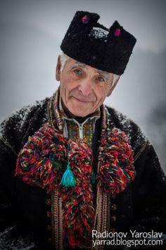 Hutsul - There is a nice quaint charm I truly like about this man. he exudes a sort of aura where he likely would have a lot to share about the path of his life. We Are The World, People Around The World, Polish Embroidery, Russian Culture, Ukrainian Art, Folk Costume, Namaste, Ethnic Fashion, Headgear