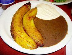 #Plátanos fritos con #frijoles y crema