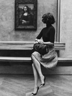 (Part 1 of Arizona Muse with the Mona Lisa in the Louvre by Inez van Lamsweerde and Vinoodh Matadin for Louis Vuitton, November, 2012 (Note: needs to be viewed as a dyptric) Style Parisienne, Arizona Muse, Magazine Mode, French Street Fashion, French Chic Fashion, Parisian Fashion, Glamour, Foto Art, How To Pose