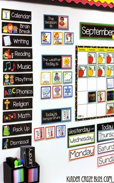 Printable resources to create a beautiful classroom calendar harry kindergarten, kindergarten classroom organization, preschool Harry Kindergarten, Kindergarten Classroom Decor, New Classroom, Classroom Setting, Classroom Ideas, Preschool Classroom Schedule, Kindergarten Schedule, Seasonal Classrooms, Classroom Board
