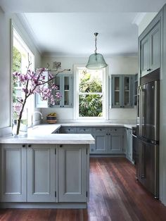 8 Gifted Simple Ideas: Kitchen Remodel Peninsula Range Hoods cheap kitchen remodel before after.Colonial Kitchen Remodel Islands small kitchen remodel one wall. Refined Old Small Kitchen Remodel Ideas Source by Home Decor Kitchen, Home Kitchens, Modern Kitchens, Grey Kitchens, Decorating Kitchen, Diy Kitchen, Kitchen Modern, Kitchen Cabinets Modern Design, Kitchens With Color