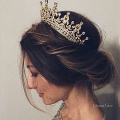 quince hairstyles with crown Short Hair is part of Absolutely Stunning Quinceanera Hairstyles With Crown - Beautiful haircut with crown Bridal Hair Tiara, Gold Bridal Crowns, Bridal Headpieces, Wedding Hairstyles With Crown, Crown Hairstyles, Hair Styles With Crown, Ciara Hairstyles, Sweet 16 Hairstyles, Royal Hairstyles