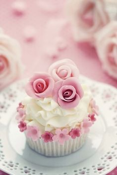 pretty in pink cupcakes! love the little small rose details